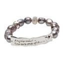 Pearls for Girls. Armband med grå pärlor och textplatta