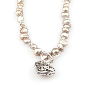 VÅGA smycken, halsband med hjärta, brun