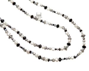 Pearls for Girls. Halsband med svarta och vita pärlor, längd 100 cm