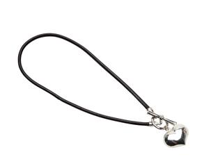 Pearls for Girls. Halsband svart med hjärta, längd 45 cm